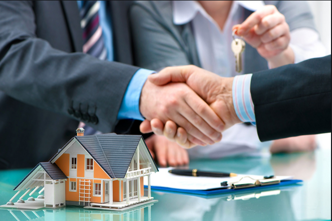 A mortgage broker works and advises both on the buyer's side and the seller's side