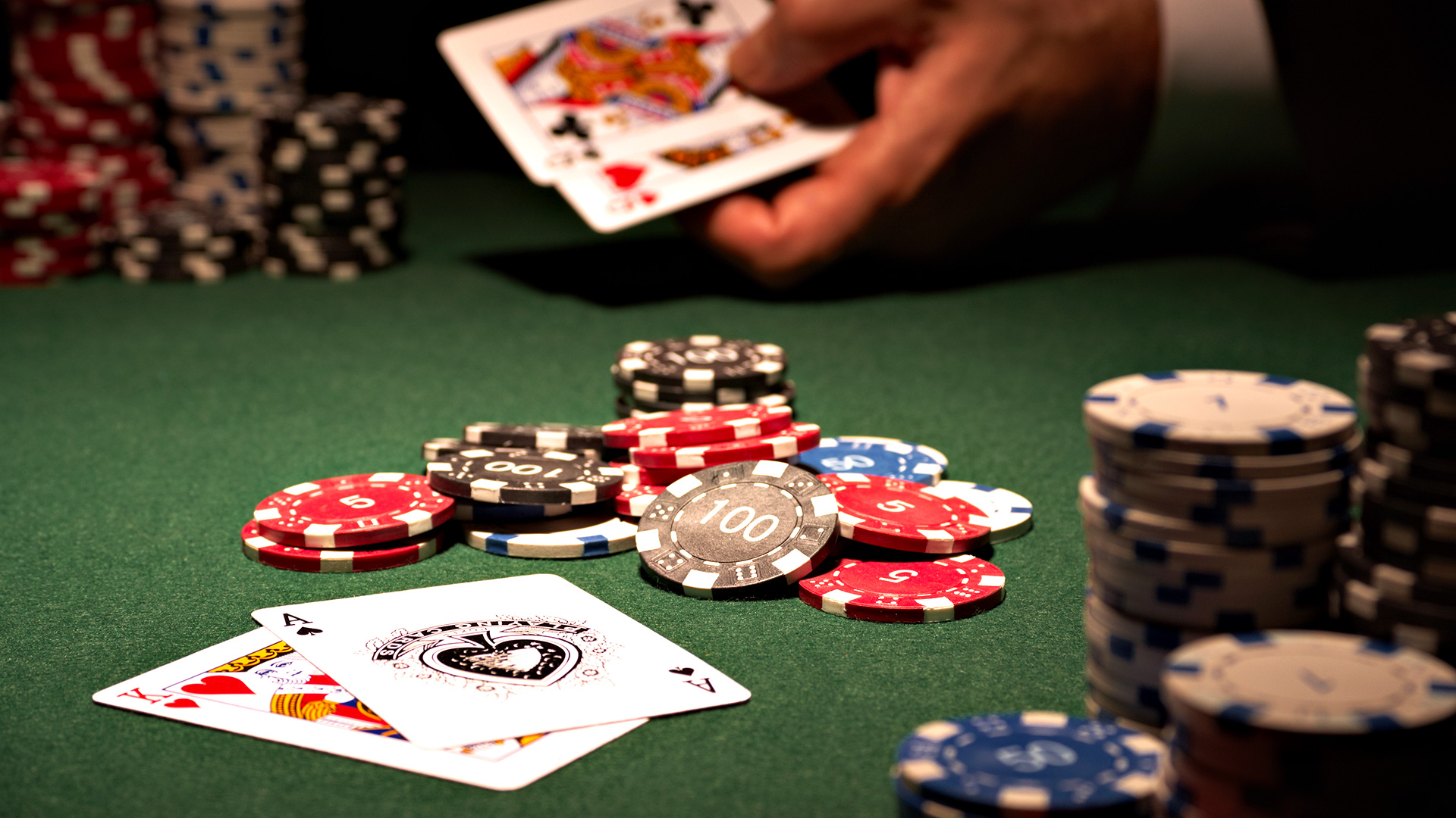 Top 2 advantages of online poker which you should know!!