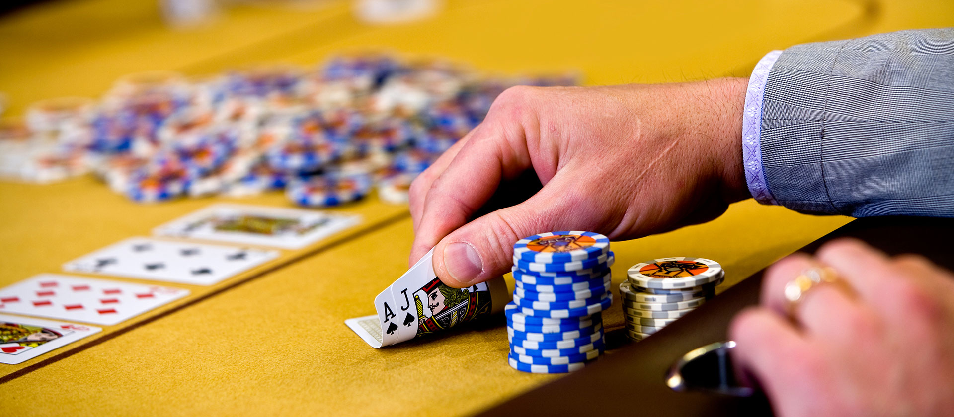 Important things to consider before enrolling with online gambling web sites