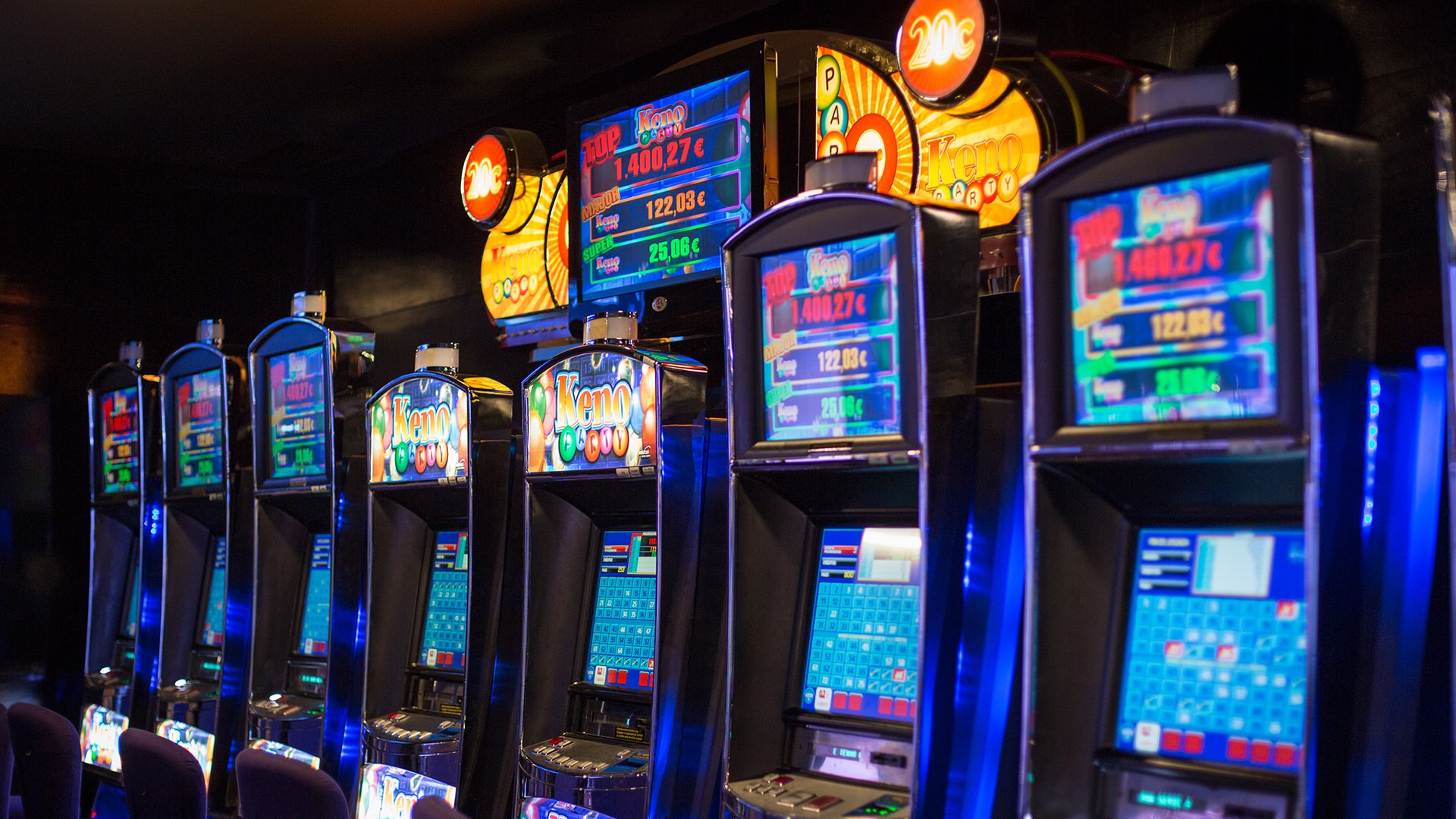Techniques to engage in slot video games on cellular
